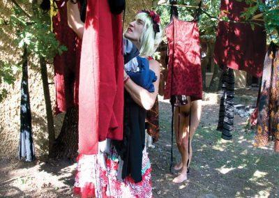 verrier-laurence-Installer sa garde-robe, série les tribulations de Géraldine-biennale2019